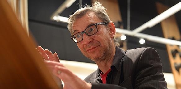 Organist Thomas Schmögner hat seinen Beitrag im Wiener Funkhaus live eingespielt.